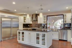 Stunning Home Close to Everything Yet Far From All, Vily  Las Vegas - big - 17