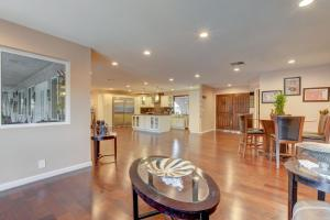 Stunning Home Close to Everything Yet Far From All, Villen  Las Vegas - big - 14