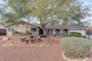 Stunning Home Close to Everything Yet Far From All, Ville  Las Vegas - big - 11