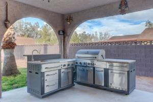 Stunning Home Close to Everything Yet Far From All, Vily  Las Vegas - big - 3