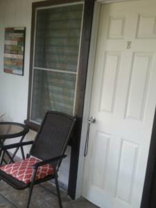 Budget Single Rooms with Private Entry (Uptown Hilo)