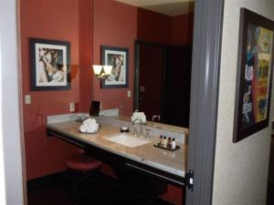 Petite Suite with Soaking Tub (No Resort Fee)