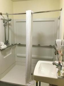 Queen Studio - Disability Access with Roll-in Shower