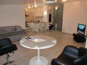 Family apartment with kitchen and shower, Ferienwohnungen  Truskavets - big - 2