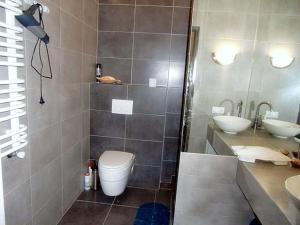 Family apartment with kitchen and shower, Ferienwohnungen  Truskavets - big - 11
