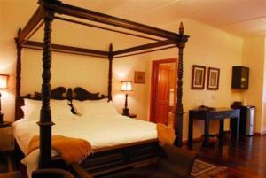 Manor Honeymoon Suite