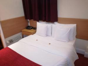 Economy Double Room with Shared Bathroom (Room Only)