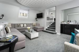 Penthouse Suite with Sofa Bed