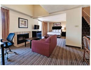 Deluxe King Two Bedroom Suite - Smoking