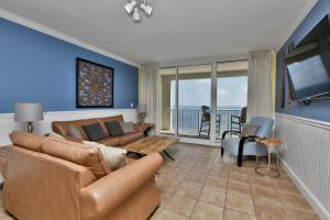 Please change name to Four-Bedroom Apartment with Sea View 1-1902