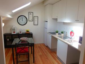 Cozy ATTIC up to 4 guests, Apartmány  Lisabon - big - 11