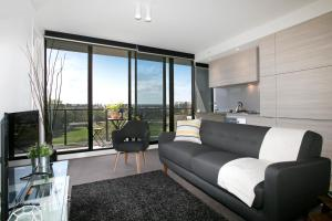 SUPERB 180degree VIEWS *POOL GYM PARKING WIFI, Apartmanok  Melbourne - big - 12