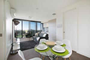 SUPERB 180degree VIEWS *POOL GYM PARKING WIFI, Apartmanok  Melbourne - big - 14