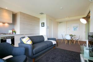 SUPERB 180degree VIEWS *POOL GYM PARKING WIFI, Apartmanok  Melbourne - big - 15