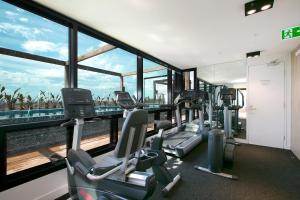 SUPERB 180degree VIEWS *POOL GYM PARKING WIFI, Apartmanok  Melbourne - big - 20