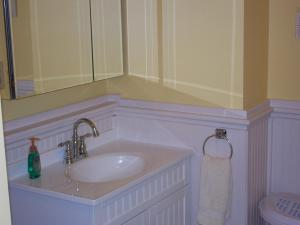 Queen Room with Private Bathroom with Bath Tub and Shower