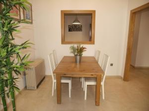 City Hall Square - Wolf, Apartmanok  Valencia - big - 24
