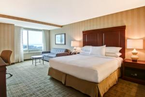 Deluxe King Room with Whirlpool and US Falls View