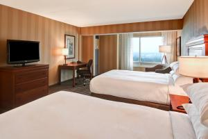 Deluxe Room with Two Queen Beds and US Falls View