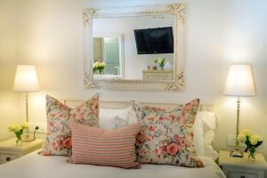 Standard Queen Room - Rose Room