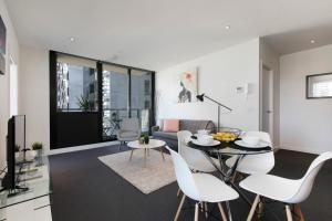 EPIC DESIGN Bay views *WIFI GYM POOL PARKING SAUNA, Apartmány  Melbourne - big - 10