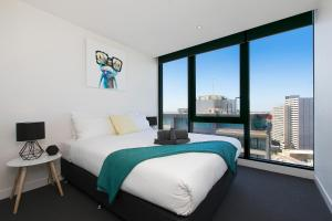 EPIC DESIGN Bay views *WIFI GYM POOL PARKING SAUNA, Apartmány  Melbourne - big - 15