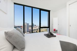 EPIC DESIGN Bay views *WIFI GYM POOL PARKING SAUNA, Apartmány  Melbourne - big - 5