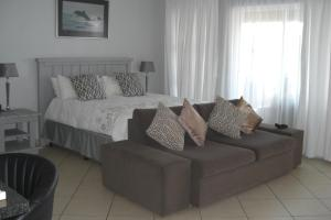 Studio Apartment with Sea View and Balcony
