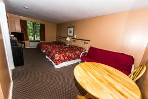 Classic Room with Two Double Beds - Non-Smoking