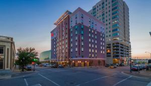 Hampton Inn & Suites Tulsa Downtown, Ok, Hotely  Tulsa - big - 1