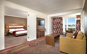 DoubleTree by Hilton Dartford Bridge, Szállodák  Dartford - big - 7