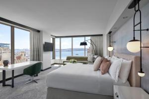 Grand Suite with Water View
