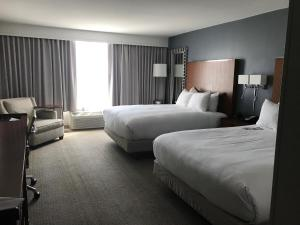 2 Queen Beds with City View
