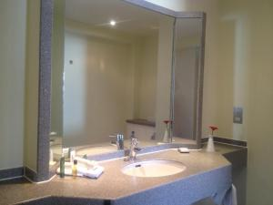 DoubleTree by Hilton Dartford Bridge, Отели  Дартфорд - big - 4