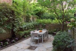 Beautiful 3/B 3/B Apartment with Private Garden