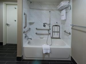 Queen Room with Two Queen Beds and Bath Tub - Disability/Hearing Accessible