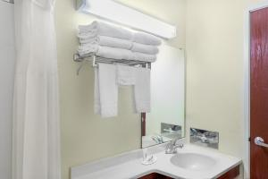 Queen Whirlpool Suite - Disability Access/Non-Smoking