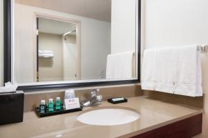 King Room with Bath Tub - Mobility/Hearing Access