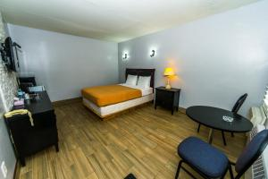 Premier Room with One Queen Bed - Smoking