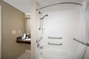 King Room with Accessible Tub