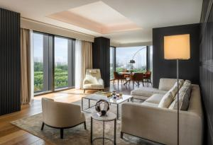 One-Bedroom Deluxe Suite with River View