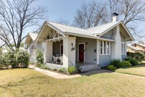 Travis Street: Travis House, Holiday homes  Fredericksburg - big - 56