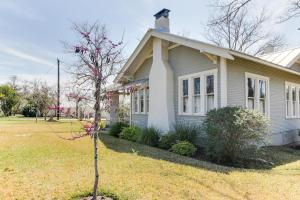 Travis Street: Travis House, Holiday homes  Fredericksburg - big - 46