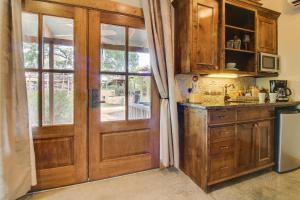 Wine Country Cottages on Main: Wine Thief, Holiday homes  Fredericksburg - big - 5