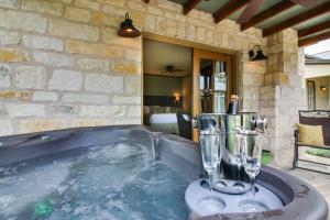 Wine Country Cottages on Main: Wine Thief, Holiday homes  Fredericksburg - big - 22