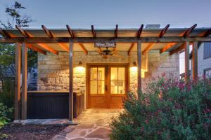 Wine Country Cottages on Main: Wine Thief, Holiday homes  Fredericksburg - big - 9