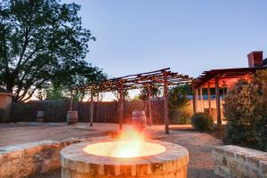 Wine Country Cottages on Main: Wine Thief, Holiday homes  Fredericksburg - big - 24
