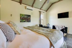 Wine Country Cottages on Main: Tank House, Case vacanze  Fredericksburg - big - 21