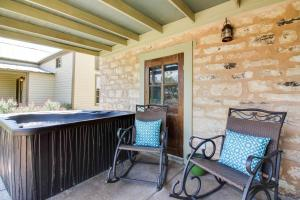Wine Country Cottages on Main: Tank House, Case vacanze  Fredericksburg - big - 41