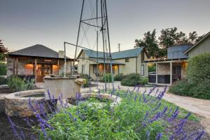 Wine Country Cottages on Main: Tank House, Case vacanze  Fredericksburg - big - 40